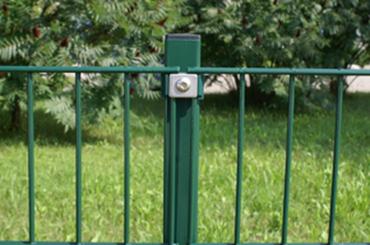 Metallpfosten inkl. Halter 200 cm lang für140cm hohen Metallzaun Farbe grün